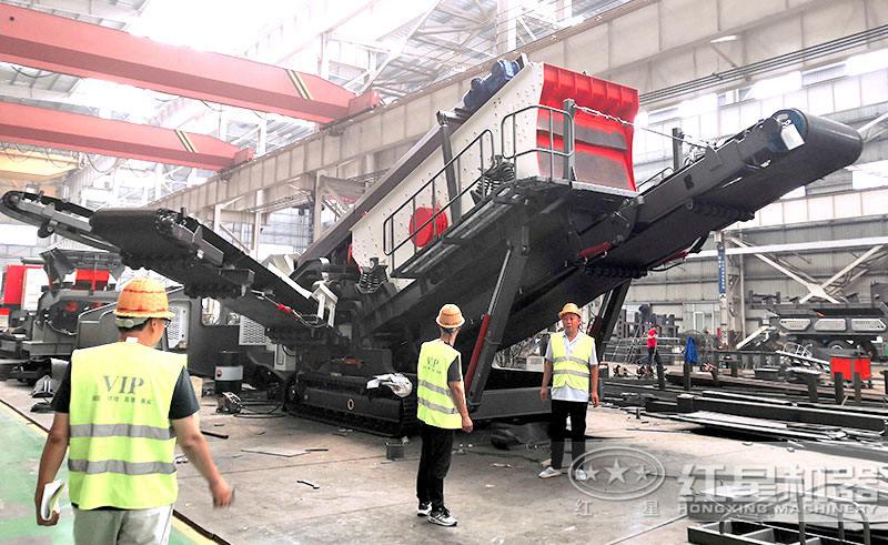 红星机器客户参观移动破碎机