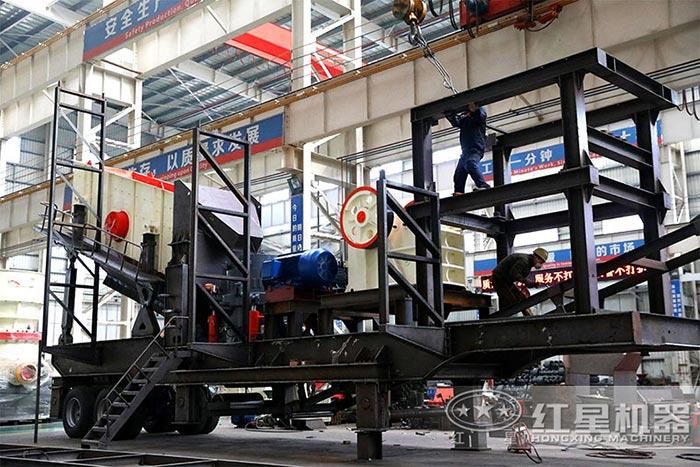 红星移动破碎站工人车间生产