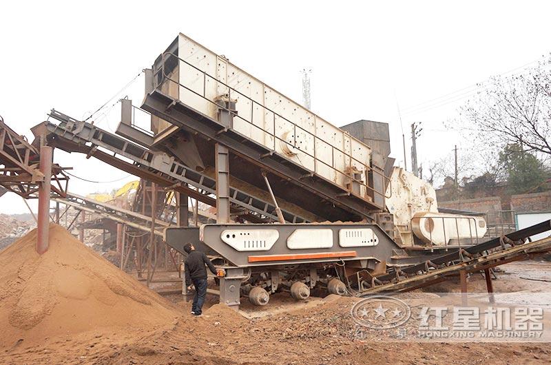 移动反击式粉碎机处理建筑垃圾制砂现场