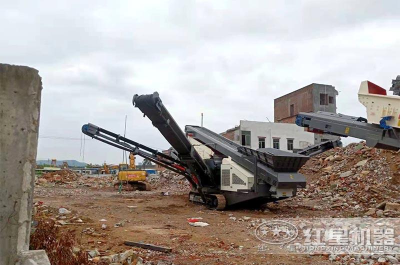 履带移动式粉碎机在工地就地处理建筑垃圾