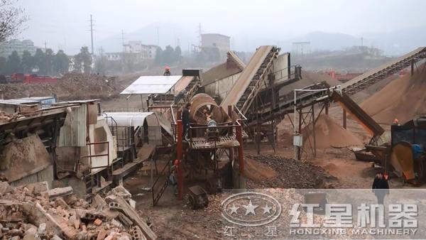 移动破碎机用于破碎建筑垃圾