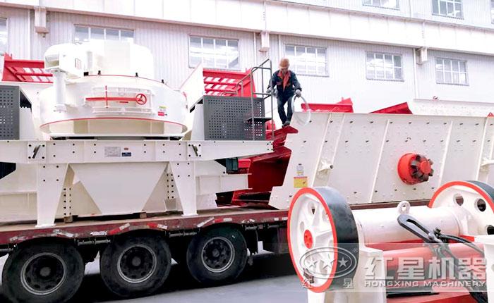 成套制砂生产设备正在装车准备发往客户现场